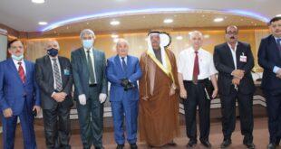 عقد اجتماع في مقر عمادة كلية الادارة والاقتصاد